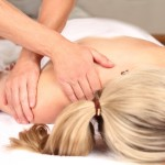 Therapist iis doing professional massage in a praxis